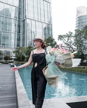 A day at the pool = Happiness 🤗 wearing @shopatvelvet @cher_son_shoes + 💐 @maidenflorist  . . #Ootd #ootdfashion #ootdinspo #ootdideas #ootdindo #ootdindokece #ootdinspiration #ootdindonesia #indobeauty #indofashion #indofashionpedia #indofashionpeople #jakartaspot #jakartahits #ootdjakarta #jakartabeauty #indofashionblogger #clozetteid #lookbooks #lookbooklookbook #lookbookindonesia