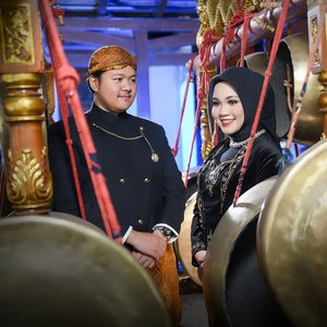 I can't stay calm because I am marrying my best friend~.#countingdays💍 #putribaimjadimanten #preweddingphoto #javanese #gong #ClozetteID Pict by @yudiwasisto66 @phototalkstudio