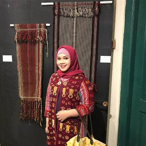 Hari Kamis 9 Agustus kemarin aku berkesempatan datang ke pembukaan Asian Textile Exhibition alias Pameran Wastra Asia di Museum Tekstil, pameran ini masih buka sampai tanggal 9 September 2018 lho! Jadi make sure kamu nyempetin dateng kesana ya!.Makasih buat @torajamelo @sophie_tobelly yang udah mempercayakan make up model-modelnya kepadaku, so happy to be part of this event!.#saveweavingsavelife #soulfultravel #weavingstories #pameranwatsraasia #clozetteid