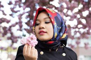 Walau rintangan berjuta, Walau cobaan memaksa, diriku terjebak dipeluk asmara . . #sakura #spring #cherryblossom #indonesianfemalebloggers #clozetteid #Tilburg#whileinnetherlands #Netherlands
