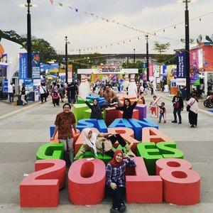 #throwbackthursday Nonton Asian Para Games yg tahun 2018 ini diselenggarakan di Indonesia 🇮🇩. Sebelumnya ga ada niatan nonton Asian Games atau Asian Para Games karena emang hampir gapernah nonton acara olahraga di TV apalagi langsung, terus kemarin karena ada kesempatan buat kabur berjamaah dari kantor dan nonton Asian Para Games ya mau lah, ternyata seru dan mengharukan gitu, seneng deh ngeliat Indonesia semangatnya kaya gini ❤️.#asianparagames2018 #indonesia #officemate #clozetteid