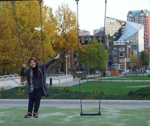 Swing it babe . . . . . #Rotterdam #netherlands #europe #eurotrip #studidibelanda #herfst #autumn #fall #park #swing #sonya5100 #IndonesianFemaleBloggers #clozetteid