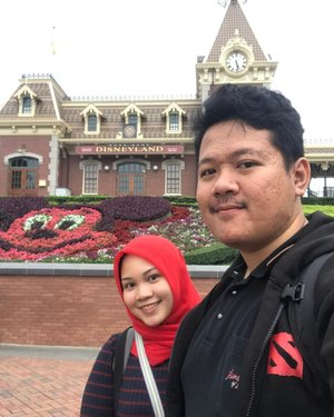You make me realize that the happiest place on earth is not Disneyland, but next to you. .Happy birthday my husband, my best friend, my imam, my 24/7, my partner in everything, wish you nothing but the best in life and after. May Allah bless us always, love you 3000 😘😘😘.#husbandbirthday #husbandandwife #disneyland #putribaim #clozetteid
