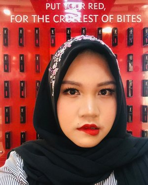 """Put Your Red for The Cruelest of Bites"".#yslbeautyid #yslbeauty #endangermered #lotd #lipstick #redlips #clozetteid"