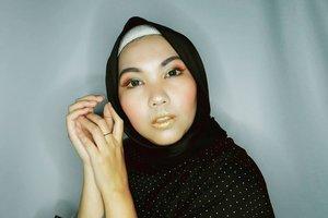 ___ Yang belom bobo, yuk bobo bentar lagi sahur hihi. ___ Entah kenapa ya tiba-tiba pilih warna kuning gitu~ ___  #Makeup #MakeupLook #MakeupMetalic #DiRumahAja #ClozetteID