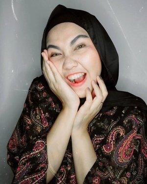 ___Sisa foto 9.9 hahaha, tar bulan depan 10.10, siap siap-siap masuk keranjang dulu dari sekarang yang ngga keburu hari ini wkwkwk.___Ampun dahhhh, online shop bikin giraaaaang haha.___#MakeupLook #MakeupNatural#MakeupNude#LemonSquad #ClozetteID