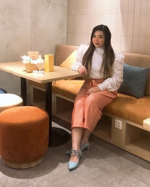 Finally got to wear my @pofeleve Loewe pants yesterday, it was so comfy but stylish!  Will share more details of the pants tomorrow, stay tuned!  #pofeleveattitude #ootd #ootdid #fashion #fashioninfluencer #beautyineveryshape #fashionforeveryshape #sbybeautyblogger  #influencer #influencerindonesia #surabayainfluencer #beautyinfluencer  #bloggerceria #beautynesiamember  #influencersurabaya  #surabayablogger  #bloggerperempuan #clozetteid #girl #asian #notasiza0 #personalstyle #surabaya #effyourbeautystandards #celebrateyourself #endorsement #endorsersby #openendorsement #endorsementid