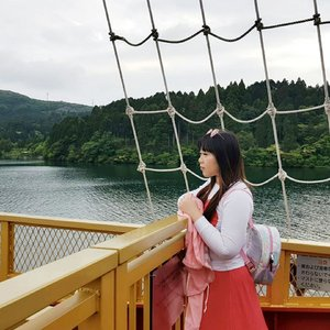 All abroad the pirate ship 🚢🚢🚢 Please ignore the swollen eyes, the oily,  limp,  gross hair - i wasn't in my most glorious moment here,  but all that mattet is the fact that i felt glorious,  so alive and so damn blessed!  #hakonepirateship #pirateship #hakonesightseeingcruise #pinkinjapan #pinkintokyo #japantrip2018 #summerholiday #pinkholiday #pinkjalanjalan #jalanjalan #clozetteid #sbybeautyblogger #beautynesiamember #bloggerceria #traveltheworld #itchyfeet #wanderer #traveler #blogger #influencer #travelblogger #japan #hakone #girl #asian  #kawaiilife #ootd #lakeashi #citizenoftheworld #explorejapan