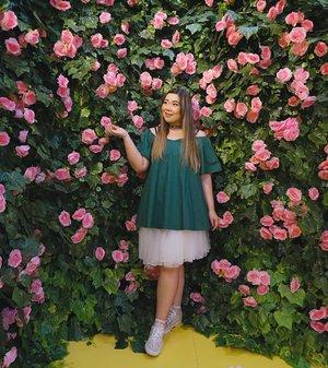 Things that we learn from the ever crumbling beauty community in America : 1. Trust no one2. Everybody's messy3. Keponess is a world epidemic🤣🤣🤣 #haluuworld #haluubanget #surabaluu #exhibition #instagrammableexhibition #pink#event #eventsurabaya#surabaya #surabayaevent#girl #clozetteid  #sbybeautyblogger  #bloggerindonesia #bloggerceria #bloggerperempuan #indobeautysquad  #influencer #beautyinfluencer #surabayainfluencer #surabayablogger #influencersurabaya  #indonesianbeautyblogger  #bloggerid #bblogger #bbloggerid #surabayabeautyblogger