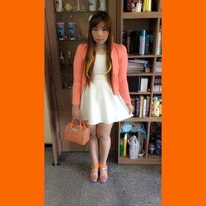 #ootd #fashion #dresscode #orangeandwhite #whitedress #peachblazer #furla #candybag #ombrehairclip #glitterjellyshoes #blogger #fashionblogger #indonesianblogger #indonesianfashionblogger #clozetteid