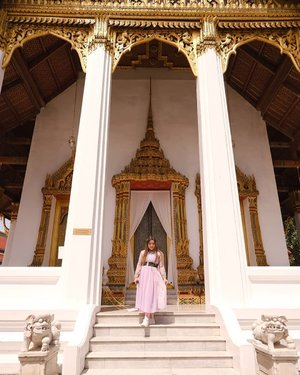 Looking majestic but honestly i was having an out of body experience under the intense sun and many obstacles to finally get here!  #grandpalace #thegrandpalace #grandpalacebangkok #bangkok #pinkinthailand  #clozetteid #sbybeautyblogger #beautynesiamember #bloggerceria #influencer #jalanjalan #wanderlust #blogger #indonesianblogger #surabayablogger #travelblogger  #indonesianbeautyblogger #indonesiantravelblogger #girl #surabayainfluencer #travel #trip #pinkjalanjalan #bloggerperempuan  #asian  #thailand #bunniesjalanjalan #pinkinbangkok #ootd  #traveltheworld