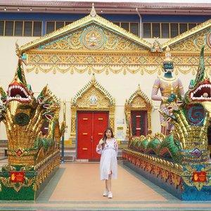 When you suddenly feel like you've been transported to Thailand 😁😁😁. #pinkinmalaysia #pinkinpenang#clozetteid #sbybeautyblogger #beautynesiamember #bloggerceria #influencer #beautyinfluencer #jalanjalan #wanderlust #blogger #bbloggerid #beautyblogger #indonesianblogger #surabayablogger #travelblogger  #indonesianbeautyblogger #travelblogger #girl #travel #trip #pinkjalanjalan #ootd  #bloggerperempuan #traveltheworld #penang #watchayamangkalaram #watchayamangkalarambuddhisttemple #penangtemple