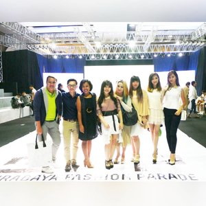 Throwback to last Thursday at @surabayafashionparade supporting our very own @chelsheaflo (she's one of Esye's designers!) #surabayafashionparade #sfp #sfp2017 #surabayafashionparade2017 #surabaya #fashion #fashionevent #surabayaevent #surabayafashion #surabayafashionevent #event #eventsurabaya #surabayaevent #clozetteid #clozettedaily #blogger #indonesianblogger #surabayablogger #influencer #allaboutfashion #tunjunganplaza #tunjunganplazasurabaya #surabayainfluencer #influencersurabaya #fashionaddict #fashionholic #personalstyleblogger #sbybeautyblogger #esyexsfp2017