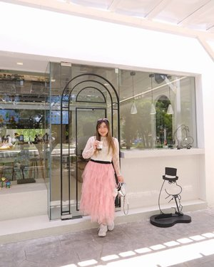 I crave boba like, once in a blue moon. Most of the time i do it for the 'Gram 🤣. #moomin #moominpopbubbleteabar#pinkinthailand #pinkinhuahin#clozetteid #sbybeautyblogger #beautynesiamember #bloggerceria #influencer #jalanjalan #wanderlust #blogger #indonesianblogger #surabayablogger #travelblogger  #indonesianbeautyblogger #indonesiantravelblogger #girl #surabayainfluencer #travel #trip #pinkjalanjalan #lifestyle #bloggerperempuan  #asian  #ootd  #santoriniparkchaam #thailand #huahin #bunniesjalanjalan