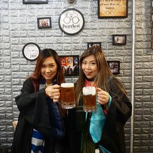"""A set of pics that would surely make @deuxcarls accuse us to be """"ABG Nackal"""" 🤣🤣🤣. Butterbeer, anyone!  #butterbeer  #potterhead #potterheadcafepenang #potterheads  #penangcafe #pinkinmalaysia #pinkinpenang #clozetteid #sbybeautyblogger #beautynesiamember #bloggerceria #influencer #beautyinfluencer #jalanjalan #wanderlust #blogger #bbloggerid #beautyblogger #indonesianblogger #surabayablogger #travelblogger  #indonesianbeautyblogger #travelblogger #girls #surabayainfluencer #travel #trip #pinkjalanjalan  #bloggerperempuan"""