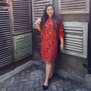 In love with this Adriani Dress in Red, it's actually prettier in real life than the pics in the website 😍!The cutting is super good and flattering, the material super comfortable and high quality and the design is pretty and versatile.Check out my shopping experience (and different ways to style it)  with @batikkammi at my blog https://bit.ly/batikkammi (direct link at bio). Thank you Batik Kammi and  @clozetteid @batikkammi !#BatikKammi #BatikKammixClozetteReview #ClozetteID #ClozetteIDReview#BeauteFemmeCommunity #reviewwithmindy #clozetteid #bloggerceria #influencer  #indonesianbeautyblogger  #surabayainfluencer  #bloggerperempuan  #asian #lifestyle #lifestyleblogger #lifestyleinfluencer  #surabaya #girl  #asian #mybodymyrules #ootd #ootdid  #fashion #notasizezero #personalstyle #endorsement #openendorsement #celebrateyourself #batik #iwearbatik