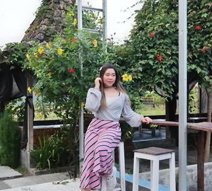 Currently enjoying the village life, and ohh the food 😍😍😍, i love traditional Indonesian food so much.  I look Chinese AF but inside i am Indonesian through and through 😄. #clozetteid #sbybeautyblogger #beautynesiamember #bloggerceria #influencer #beautyinfluencer #jalanjalan #wanderlust #blogger #bbloggerid #beautyblogger #indonesianblogger #surabayablogger #travelblogger  #indonesianbeautyblogger #indonesiantravelblogger #girl #surabayainfluencer #travel #trip #pinkjalanjalan #lifestyle #bloggerperempuan #jogja #pinkinjogja #yogyakarta #asian #exploreindonesia #ootd #ootdid