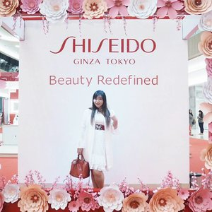 Yesterday's fun at @shiseido Ginza Tokyo Beauty Redefined 😻  The event is still going on until the 18th in Pakuwon Mall Surabaya, loads of offer and promotions too so hurry and visit them! There are also skin check, beauty service, etc!  #beautyredefined #shiseidoidn #shiseido #event #girls #asian #blogger #clozetteid #clozettedaily #bblogger #bbloggerid #beautyblogger #surabaya #surabayaevent #beautyevent #sbybeautyblogger #indonesianblogger #indonesianbeautyblogger #surabayablogger #surabayabeautyblogger #influencer #beautyinfluencer #influencersurabaya #surabayainfluencer #bloggerceria #bloggerceriaid #dressedinwhite #dresscodewhite #whitewithatouchofred #ootd