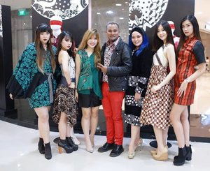 Just like @deuxcarls says,  we are #embransangels 😄😄😄 Photo by :@sweetmoment58 @tommylimphotography#launchingb2pop#Aphroditesxb2pop#Aphroditesxembrannawawi#aphroditesxfashiondesigner #b2pop#fashion #makeoveridsurabaya#madeinindonesia  #clozetteid #sbybeautyblogger #bloggerceria #beautynesiamember  #batik  #grandopening #b2popgrandopening #batikcouture  #blogger #bblogger #bbloggerid #fashionblogger  #influencer #event #surabayaevent #fashionevent #launching #boutiqueopening