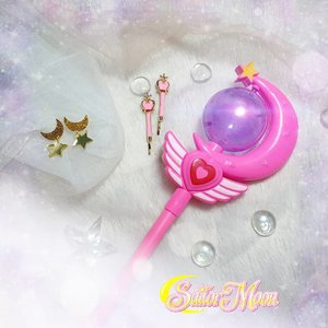 My Sailor Moon inspired tidbits...  Bought everything from Shopee ofc 🤣, spent the most time for the wand coz i wanted something at least a little similar to Sailor Moon's but still making sure that i spent as little as possible (it's about 24k 🤣) so i really checked plenty of sellers who sell the same wand (most of them insist on sending a random pattern and i'm not happy about that 🙁) for the lowest price i could find.  I also bought a pair of hair clips, although you can't even see it in pics, i don't care. I'm happy to have it, the inner 9 year old is clapping hard.   The earrings are so Sailor Moon, i just gotta get it. Totally plan to wear them out too (i already wore the clips out, it's so subtle that i can be worn for even daily life).  I debated whether to buy a Seifuku (only the top) or just the huge red bow tie and decided i was too cheap to buy something that would cost me more than 20k so i decided to go for the bow (which was only 15k) and pair it with a collared white top that i already had.  Overall, i'm super happy with how my Sailor Moon inspired look comes out and in love with this pic i took of the props - definitely one of the best product photography i produced yet. And this is done in a few minutes, using study lamp as i was running out of sunlight after realizing i deleted all of the photos i just took (yes, it was THAT day). Level up, definitely!  #clozetteid #pink #cute #kawaiilife #sailormoonaccessories #BeauteFemmeCommunity #sailormoon #thematiclook #props #kawaii #anime #sailormooninspired #sbybeautyblogger #clozetteid #sbybeautyblogger #bloggerceria #beautynesiamember #bloggerperempuan #indonesianfemalebloggers  #bblogger #bbloggerid #influencer #influencersurabaya #influencerindonesia #beautyinfluencer #surabayainfluencer #jakartabeautyblogger #SURABAYABEAUTYBLOGGER #beautysocietyid