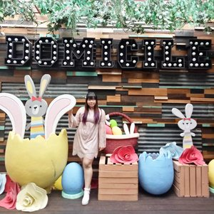 Is it bad that i really one to shove someone small into that giant egg?  #easter #happyeaster #easterdecor #domicile #domicilesurabaya #surabaya #surabayacafe #cute #kawaii #pastelcolors #clozetteid #clozettedaily #blogger #bblogger #bbloggerid #beautyblogger #indonesianblogger #indonesianbeautyblogger #surabayablogger #surabayabeautyblogger #sbybeautyblogger #throwback #girlygirl #pink #lace #lacedress #dressedinpink #beautyinfluencer