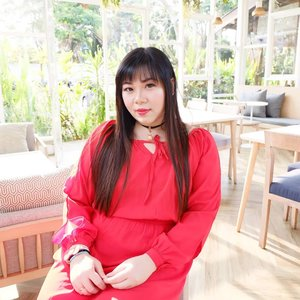 Seeing me in red not during Xinjia is a true rare sight 😂. #red #pinkinmalang #clozetteid #sbybeautyblogger #beautynesiamember #bloggerceria #influencer #beautyinfluencer #jalanjalan #wanderlust #blogger #bbloggerid #beautyblogger #indonesianblogger #surabayablogger #travelblogger  #indonesianbeautyblogger #travelblogger #girl  #surabayainfluencer #travel #trip #pinkjalanjalan #coffeetime☕ #malang #malangcafe #motd #ootd #bataputi #bataputimalang