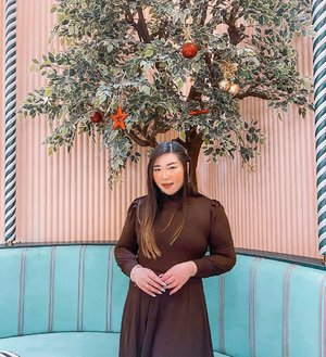 No mistletoe but this tree will do 😏.  Anyway, i'm over the holiday. Will be back to our regular schedule tomorrow!  #ootd #ootdid #clozetteid #sbybeautyblogger  #BeauteFemmeCommunity #notasize0  #personalstyle #surabaya #effyourbeautystandards #celebrateyourself #mybodymyrules
