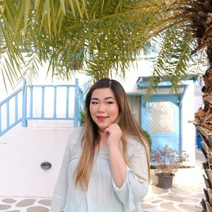My makeup routine is fast and simple for my travels. Ofc it still takes me 30 minutes or so because i still gotta look presentable for the gram!  #pinkinthailand #pinkinhuahin #clozetteid #sbybeautyblogger #beautynesiamember #bloggerceria #influencer #jalanjalan #wanderlust #blogger #indonesianblogger #surabayablogger #travelblogger  #indonesianbeautyblogger #indonesiantravelblogger #girl #surabayainfluencer #travel #trip #pinkjalanjalan #lifestyle #bloggerperempuan  #asian  #fotd #santoriniparkchaam #santorinipark #santoriniparkstay #thailand #huahin #bunniesjalanjalan