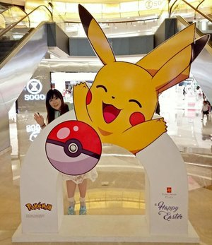 When everybody else was busy taking pretty pictures with branded bags and backdrop, i was more excited to snap a pic with Pikachu... #pikachu #pikachu⚡ #pokemon #pikapika #pikapikachu #foreverachild #girl #asian #clozetteid #clozettedaily #surabaya #sillygirl #beingsilly #peterpansyndrome #idontwanttogrowup #tunjunganplazasurabaya #tunjunganplaza #blogger #bbloggerid #indonesianblogger #surabayablogger #lifestyle #surabayamall #pokémon #pika #lifestyleblogger #surabayalifestyleblogger #indonesianlifestyleblogger