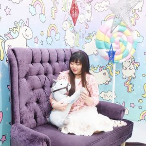 My jacket fits the theme of this room so much, it screams... Nursery room? 🤣🤣🤣. #icecreamworld #icecreamworldmalang #pinkinmalang #clozetteid #sbybeautyblogger #beautynesiamember #bloggerceria #influencer #beautyinfluencer #jalanjalan #wanderlust #blogger #bbloggerid #beautyblogger #indonesianblogger #surabayablogger #travelblogger  #indonesianbeautyblogger #travelblogger #girl  #surabayainfluencer #travel #trip #pinkjalanjalan #ootd #ootdid #girlygirl #malang #jawatimurpark3 #pastelcolors