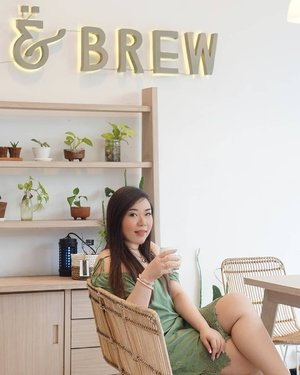 So happy that there are more and more Instagrammable cafes (that are content creator friendly) sprouting in East Surabaya area (it used to be so sparse in this part of the town), the recent one that i visited being @talkandbrew 😍.While the indoor area's very small, the outdoor is pretty spacious but most of the table would be closed if it's raining because there's no canopy. It's a simple but highly photographic place, with affordable price tag and friendly staff who wouldn't mind you taking endless pics (incl endorsement pics!).As always, when there are such pretty and friendly cafe, i ask for my fellow content creators to be respectful as well so they will continue to welcome us (i know there are a lot of mannerless selebgrams who gives all of content creator a bad name!!!!!). ORDER, help spread the word about them, tag them on your stories and photos, don't make other customers feel uncomfortable and if there are others waiting to take pics at the same spot, don't hoard it! Simple but it shows that we are educated, well mannered breed too. Capiche?Totally recommended and will be back for sure.#beautefemmecommunity#sbybeautyblogger  #clozetteid  #surabaya  #surabayacafe #cafesurabaya #cafesurabayatimur #talkandbrew
