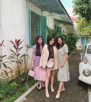 My little sisters - that sure feels a lot like big sisters sometimes 🤣.  #ladies #ootd #ootdid #clozetteid #sbybeautyblogger  #BeauteFemmeCommunity #notasize0  #personalstyle #surabaya #effyourbeautystandards #celebrateyourself #mybodymyrules #beautycomesinallsizes