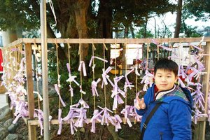 Little O and his irritating slanted smile at Kanazawa 😂. Check out our adventure here : http://bit.ly/japan2017p2  #majorthrowback #japan #pinkinjapan #japan2017  #family #trip #travel #japantrip #kanazawa #jalanjalan #wanderlust #blogger #clozetteid #beautynesiamember #bloggerceria #influencer #travelblogger #indonesianblogger #indonesiantravelblogger #surabayablogger #surabayatravelblogger #mummyblogger #funtime #exploringjapan #ilovejapan #instatravel #wintertrip #pinkinkanazawa #littleoweninjapan #littleowensadventure