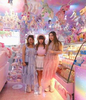 Our Bangkok trip wouldn't be as special without @bokoaz !#unicorncafe #unicorncafebangkok#cafebangkok #bangkokcafe #bangkok#pinkinthailand #clozetteid #sbybeautyblogger #beautynesiamember #bloggerceria #influencer #jalanjalan #wanderlust #blogger #indonesianblogger #surabayablogger #travelblogger  #indonesianbeautyblogger #indonesiantravelblogger #girls #surabayainfluencer #travel #trip #pinkjalanjalan #bloggerperempuan  #thailand #bunniesjalanjalan #pinkinbangkok  #traveltheworld