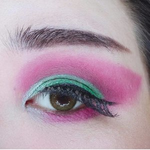 Details of the Red & Green look, it's red guys not pink 😅 i know it looks a bit pink in the pic, i already bought a red eyeshadow now hopefully that one would actually look red in pictures!  I also kinda ruined the look (i did a cut crease) when i added green glitter on the green because the green glitter was gel based (the disappointing one which glitter's an overspray on the surface!), It wouldn't set and turns the eye look messy and patchy lol but it still looks okay from a distance so i was fine with the final result but this also prompted me to order a glitter (a pressed glitter one) palette in a frenzy! Basically doing this make up made me obsessively shopped!  As for the lippie, i rarely use one shade when i do thematic look and this one was a combination of a dark coffee colour as a base and topped with bright red lip cream resulting in this deep, rich dark red.  Also, red and green makes my skin looks so pale, i don't understand why since i use the exact same base as usual but they make me look so much paler ..   #clozetteid #red #green #redandgreen #redandgreenmakeup #BeauteFemmeCommunity  #thematiclook #thematicmakeup  #sbybeautyblogger #makeup #ilovemakeup #clozetteid #sbybeautyblogger #bloggerceria #beautynesiamember #bloggerperempuan #indonesianfemalebloggers #girl #asian  #bblogger #bbloggerid #influencer #influencersurabaya #influencerindonesia #beautyinfluencer #surabayainfluencer #jakartabeautyblogger #SURABAYABEAUTYBLOGGER #makeuplook #socobeautynetwork