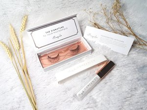 The most aesthetically pleasing falsies and glue packaging ever from @esqido  Check out my in thoughts and opinions on both products here : http://bit.ly/esqidoreview  #review #lash #falseeyelash #esqido #esqidolashes #esqidoglue #sbybeautyblogger #clozetteid #blogger #bblogger #bbloggerid #beautyblogger #beautynesiamember #bloggerceria #sbybeautyblogger  #influencer #beautyinfluencer #indonesianblogger #indonesianbeautyblogger  #surabayabeautyblogger #endorsementid #falsies #endorsersby #beautybloggerindonesia  #luxepackaging #premiumminklashes #sponsored #endorsement #surabayablogger #bbloggerid