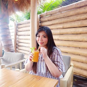 Stressing out and having holiday envy left and right so i'll console myself by spamming thowback holiday pics!#manobeachhouse #beachclub#pinkinbali #bali #clozetteid #sbybeautyblogger #beautynesiamember #bloggerceria #influencer #beautyinfluencer #jalanjalan #wanderlust #blogger #bbloggerid #beautyblogger #indonesianblogger #surabayablogger #travelblogger  #indonesianbeautyblogger #travelinfluencer #girl  #surabayainfluencer #travel #trip #pinkjalanjalan #ootd #ootdid  #bloggerperempuan #holidayfashion #asian