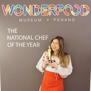 Hubby did not approve of this pic, he said it's too wildly inappropriate since i don't even know how to boil water.  In my defense, i am good at Cooking Dash okay!  #wonderfood #wonderfoodmuseum #museum #wonderfoodmuseumpenang  #pinkinmalaysia #pinkinpenang #clozetteid #sbybeautyblogger #beautynesiamember #bloggerceria #influencer #beautyinfluencer #jalanjalan #wanderlust #blogger #bbloggerid #beautyblogger #indonesianblogger #surabayablogger #travelblogger  #indonesianbeautyblogger #travelblogger #girls #surabayainfluencer #travel #trip #pinkjalanjalan  #bloggerperempuan #traveltheworld #penang