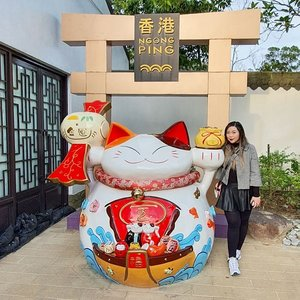 Have a thing for Manekineko because i am like a Manekineko in real life, i attract people to empty places for some weird reason 🤣🤣🤣. Sadly it doesn't always work for my own businesses tho 🥺. #pinkinhongkong #lantauisland#ngongping360 #ngongping#clozetteid #sbybeautyblogger #beautynesiamember #bloggerceria #influencer #jalanjalan #wanderlust #blogger #indonesianblogger #surabayablogger #travelblogger  #indonesianbeautyblogger #indonesiantravelblogger #girl #surabayainfluencer #travel #trip #pinkjalanjalan #lifestyle #bloggerperempuan  #asian  #hongkong #hongkong🇭🇰 #ootd #ootdid #traveltheworld