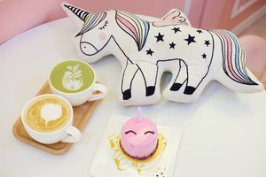 Unicorn food.... The latte was nice but honestly we only got the cake  due to the aesthetic 🦄🦄🦄. We didn't even check the flavor and when we had a bite... Well, let's just say neither of us are fans of tart, tangy tasting cakes 🤣🤣🤣. Still worth the pricetag tho for the amount of pics and time we spent there!  #lefleur #lefleurxuniqorn #lefleurcafe #unicorn #unicornislife #unicorncafe #latte #dessert #desserttime #pinkinmalaysia #pinkinkualalumpur #pinkinkl  #clozetteid #sbybeautyblogger #beautynesiamember #bloggerceria #influencer #jalanjalan #wanderlust #blogger #bbloggerid #beautyblogger #indonesianblogger #surabayablogger #travelblogger  #travelblogger #surabayainfluencer #travel #trip #pinkjalanjalan