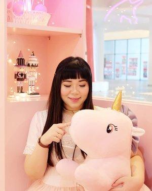 Magical place for magical girls 😉😉😉. #unicorncafe #lafleur #lafleurxuniqorn #pinkinmalaysia #pinkinkualalumpur #pinkinkl  #clozetteid #sbybeautyblogger #beautynesiamember #bloggerceria #influencer #beautyinfluencer #jalanjalan #wanderlust #blogger #bbloggerid #beautyblogger #indonesianblogger #surabayablogger #travelblogger  #indonesianbeautyblogger #travelblogger #girl  #surabayainfluencer #travel #trip #pinkjalanjalan #pink #kawaii #kawaiiaesthetic