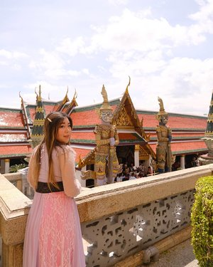 I crave for another adventure so badly... #thegrandpalace #thegrandpalacebangkok #bangkokgrandpalace  #bangkok #pinkinthailand  #clozetteid #sbybeautyblogger #beautynesiamember #bloggerceria #influencer #jalanjalan #wanderlust #blogger #indonesianblogger #surabayablogger #travelblogger  #indonesianbeautyblogger #indonesiantravelblogger #girl #surabayainfluencer #travel #trip #pinkjalanjalan #bloggerperempuan  #asian  #thailand #bunniesjalanjalan #pinkinbangkok #traveltheworld #itchyfeet