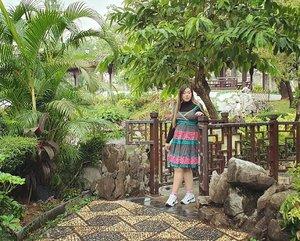 Sometimes i prefer to take the path less traveled... #pinkinhongkong #kowloon #kowloonwalledcity#kowloonwalledcitypark#walledcity #clozetteid #sbybeautyblogger #beautynesiamember #bloggerceria #influencer #jalanjalan #wanderlust #blogger #indonesianblogger #surabayablogger #travelblogger  #indonesianbeautyblogger #indonesiantravelblogger #girl #surabayainfluencer #travel #trip #pinkjalanjalan #lifestyle #bloggerperempuan  #asian  #ootd #asian #hongkong #hongkong🇭🇰