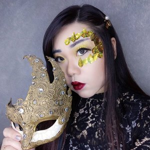 Honestly when concepting for this look, the inspo that i wanted to recreate is a pic of a girl wearing a full masquarade mask ada the makeup is super simple, just pure, rich gold glitter on her lids and dark red lips.   But when it comes to execute it.. well, it's not that easy 😆. First of all, my mask is a real, legit masquarade ball mask from Venice (i had to sadly cut the tags off finally so i could take these pics haha) and it comes with a ribbon tie and it's quite heavy, actually wearing it is not comfortable and pretty hard to adjust. Even tying it on is a stuggle as we couldn't really figure out the best fit.  Second of all, the eye holes of my mask is a lot smaller than i expected, it couldn't even fit my dramatic lashes! So small that you can't see the eye makeup almost at all 😞 so finally i gave up and added the gold leafs to mimic a mask shape around one of my eyes area (i already planned to pose with the mask covering the other eyes and i simply couldn't be bothered to apply on the other side as well 🤣🤣🤣).  So yeah, it's a simple, elegant look (i just want to look gleaming with gold and still pretty so a gentleman would be allured and ask me to dance 🤣) but it was not as easy as it looks. Hope y'all enjoy the look!  #clozetteid #masquarade #masquarademask #masquaradeinspired #gold #BeauteFemmeCommunity  #thematiclook #thematicmakeup  #sbybeautyblogger #makeup #ilovemakeup #clozetteid #sbybeautyblogger #bloggerceria #beautynesiamember #bloggerperempuan #indonesianfemalebloggers #girl #asian  #bblogger #bbloggerid #influencer #influencersurabaya #influencerindonesia #beautyinfluencer #surabayainfluencer #jakartabeautyblogger #SURABAYABEAUTYBLOGGER #makeuplook