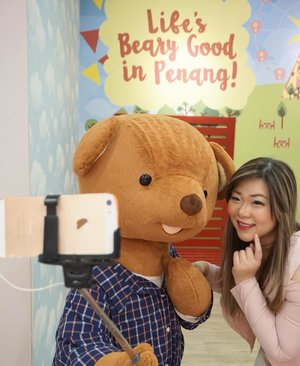 If only my real beau is this enthusiastic when it comes to selfies 🤣🤣🤣. #teddyville #teddyvillemuseumpenang #teddyvillemuseum #pinkinmalaysia #pinkinpenang #clozetteid #sbybeautyblogger #beautynesiamember #bloggerceria #influencer #beautyinfluencer #jalanjalan #wanderlust #blogger #bbloggerid #beautyblogger #indonesianblogger #surabayablogger #travelblogger  #indonesianbeautyblogger #travelblogger #girl  #surabayainfluencer #travel #trip #pinkjalanjalan #pink #kawaii #kawaiiaesthetic #bloggerperempuan