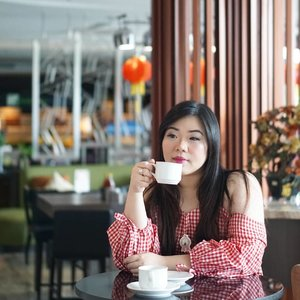 Sipping da coffee while pondering my own stupidity. It can haz no limit sometimes .. #girl #asian #ootdid #ootdindo #ootdindonesia  #clozetteid #sbybeautyblogger #beautynesiamember #bloggerceria #blogger #bblogger #beautyblogger #influencer #influencersurabaya #surabaya  #beautyinfluencer #personalstyle #fashionblogger #personalstyleblogger #notasize0 #comfortableinmyownskin#effyourbeautystandards #celebrateyourself  #bloggerperempuan #girl #asian #coffeetime☕ #indonesianblogger #indonesianbeautyblogger #SurabayaBeautyBlogger
