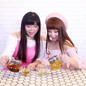 Let's spill the tea, sissss... Literally 🤣🤣🤣. Both teas are not even ours 😋😋😋. #clozetteid#sbybeautyblogger #bloggerceria #beautynesiamember #pink #pinkygirls #dressedinpink #gurls #girls #ladies #asian #bunnies #bunnysisters #tea #teatime #tobysestate #surabaya #bloggers #influencers #bbloggerid #bblogger #lifestyle #beautyinfluencer #surabayainfluencer #influencersurabaya #influencerindonesia #surabayablogger #lifestyleblogger #cafesurabaya #hangout