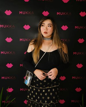 Had fun dressing up and hanging out with my beauties @sbybeautyblogger at @mukka_kosmetik Beauty Gathering. Also sharing session with my sistur @amandatorquise And makeup demo by @nikenxu .  Good company, great sunset = unforgettable moments (and some paripurna pics). #mukkakosmetik #mukkabeautygathering #beautygatheringsurabaya #event #eventsurabaya #surabaya #surabayaevent #girls #clozetteid  #sbybeautyblogger  #bloggerindonesia #bloggerceria #bloggerperempuan #indobeautysquad  #influencer #beautyinfluencer #surabayainfluencer #surabayablogger #influencersurabaya  #indonesianbeautyblogger  #bloggerid #bblogger #bbloggerid #SurabayaBeautyBlogger #asian #beautyevent #dressedinblack