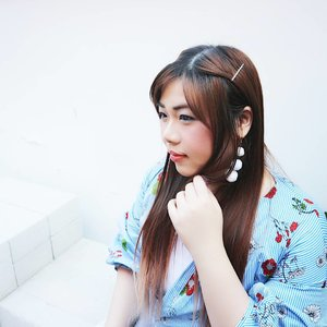 Anyone who knows me know that i love quirky accessories (well,  quirky anything!), i loveeee statement necklaces and now i'm all into statement earrings.  How cute are my snow balls 😆? #potd #earrings #statementearrings #fluffyearrings #girl #asian #clozetteid #beautynesiamember #sbybeautyblogger #bloggerceria #influencer #blogger #bblogger #fashion #personalstyle #fashionblogger #fotd #blogger #bblogger #bbloggerid #beautyblogger #fashionblogger #personalstyleblogger #indonesianblogger #surabayablogger #influencersurabaya #cuteearrings #fluffyballsearrings #cuteaccessories