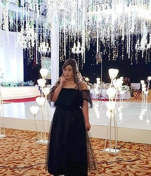 """Thank you so much for the compliments on my """"dress"""", it's actually a 3 separates that i throw together - a top that i bought at Sungei Wang, a wide maxi skirt that i bought in PTC years ago and a 1 layer tulle skirt (totally transparent and super versatile!) from @hm !#ootdid #ootdindo #ootdindonesia  #clozetteid #sbybeautyblogger #beautynesiamember #bloggerceria #blogger #bblogger #beautyblogger #influencer #influencersurabaya #surabaya  #beautyinfluencer #personalstyle #fashionblogger #personalstyleblogger #notasize0 #comfortableinmyownskin#effyourbeautystandards #celebrateyourself  #bloggerperempuan #girl #asian  #indonesianblogger #indonesianbeautyblogger #SurabayaBeautyBlogger #fashion #black #tutu"""